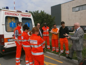 Briefing tra volontari e presidente Pobic Paolo Novellini prima di un trasporto sanitario importante e delicato